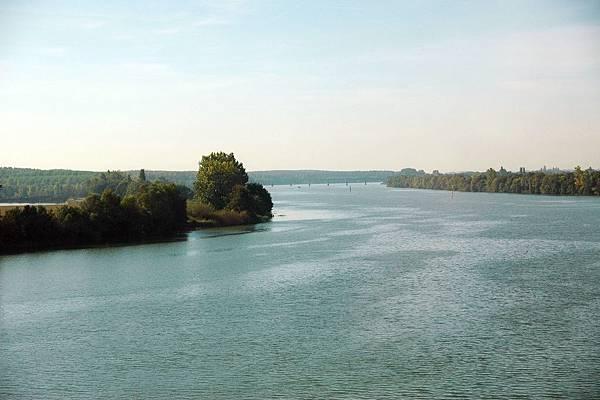 TGV沿途的景色-河岸
