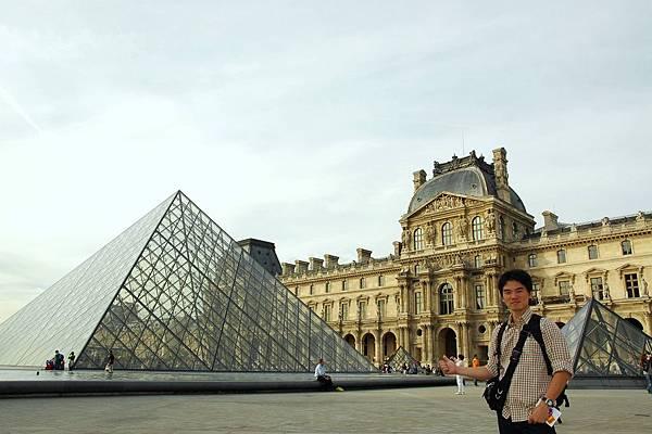 羅浮宮-玻璃金字塔