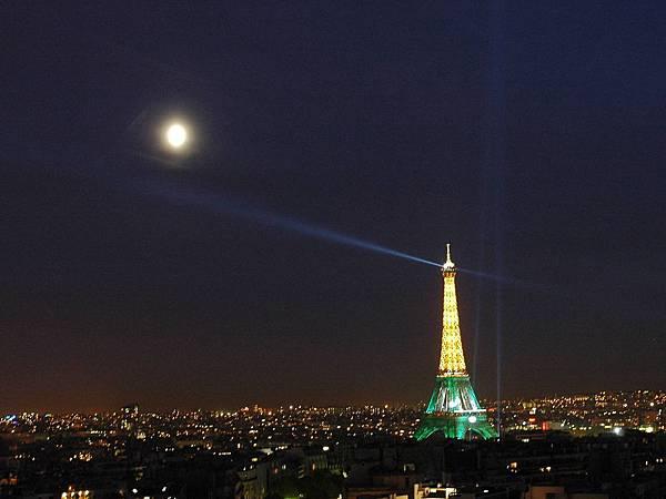 凱旋門上的巴黎夜景