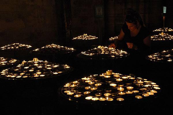 聖母院-法式光明燈