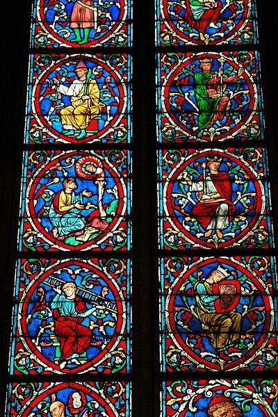 聖母院-漂亮的彩繪玻璃