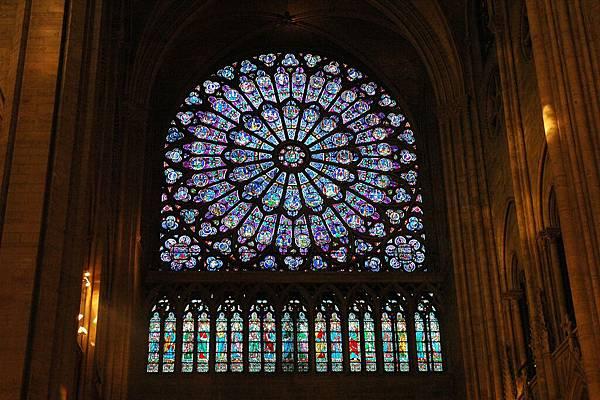 聖母院-著名的玫瑰玻璃