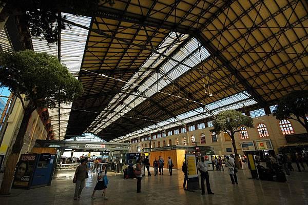 馬賽TGV車站內