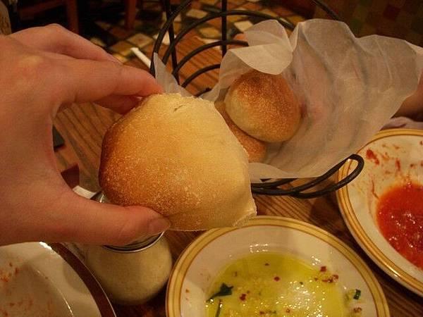 附贈的麵包可以吃到飽
