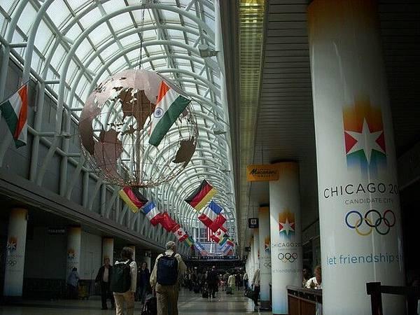 在芝加哥機場轉機