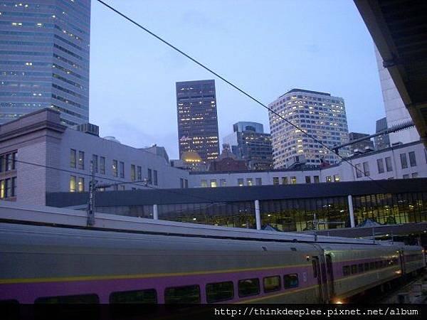 坐火車去其他城市也很方便