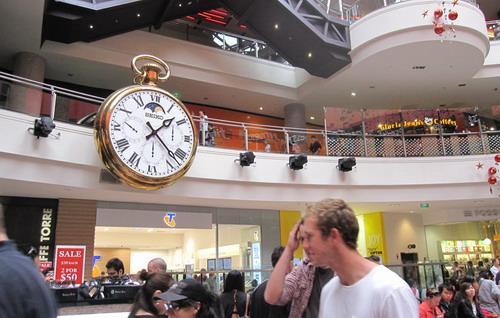 2010_1226_142148 整點會報時的鐘 這次沒時間看到報時.JPG