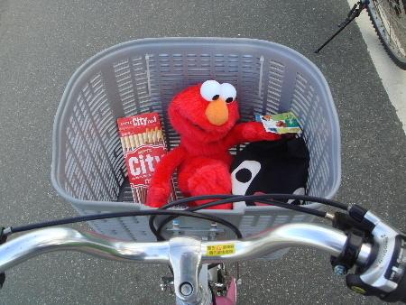 2008_1017_152704今天Elmo有位子坐了.JPG