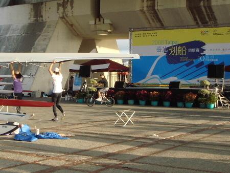 2008_1017_164038原來是明後天有2008台北划船錦標賽,所以有人在練習.jpg