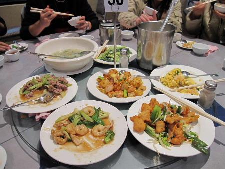 晚餐吃山上的中式餐廳,比中午的好很多