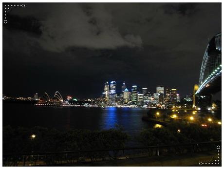 自費行程2,接著導遊帶我們去可以同時看到雪梨塔和雪梨鐵橋的地方