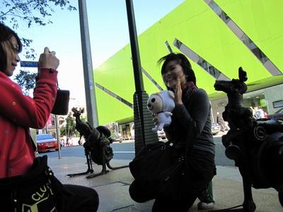 2009_0703_134849今天主要目的是來幫Vicky拍結婚賀詞.JPG