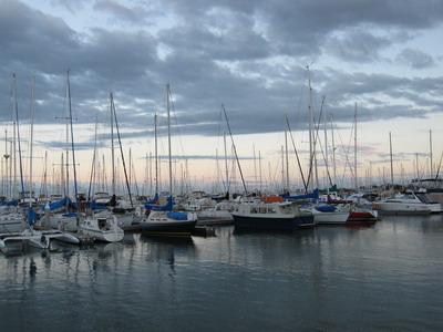 Manly靠海邊  11月有風帆比賽