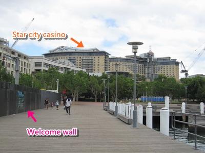 2009_1230_104702 Star city遠看,左邊是移民牆.JPG