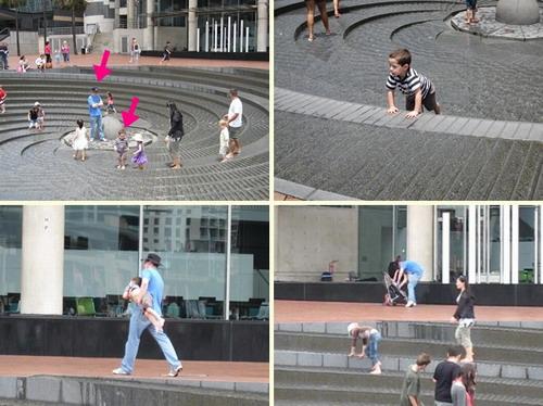 2009_1230_123229小孩玩的很開心,老爸手插胸口,看你還要玩多久-tile.jpg