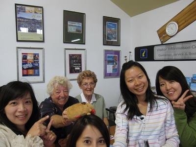 2011_0110_110724每個遊客中心的婆婆都好熱心.JPG