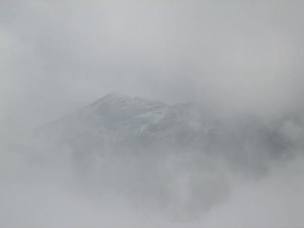 跪下來禱告,濃霧中竟然開了一個洞,讓我們看到了鷹仔嘴山。