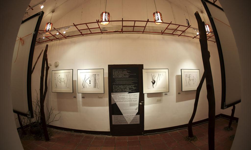2011-2-22-台北花博文化館藝術家紀國章黑白律動展覽紀錄-10-1.jpg