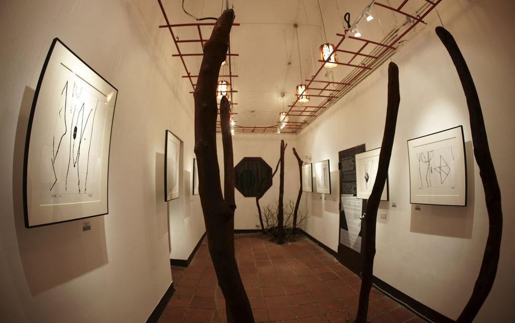 2011-2-22-台北花博文化館藝術家紀國章黑白律動展覽紀錄-6-1.jpg
