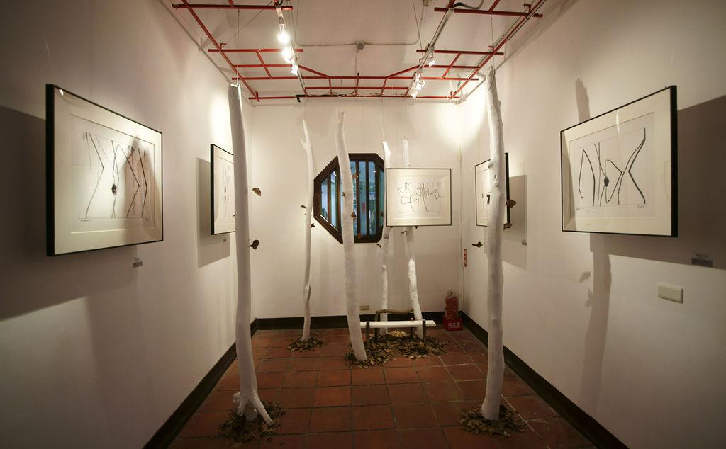 2011-2-22-台北花博文化館藝術家紀國章黑白律動展覽紀錄-26.jpg