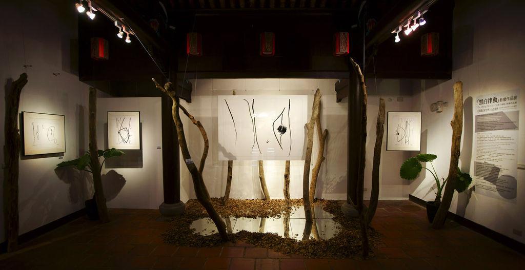 2011-2-22-台北花博文化館藝術家紀國章黑白律動展覽紀錄-2-1(優).jpg
