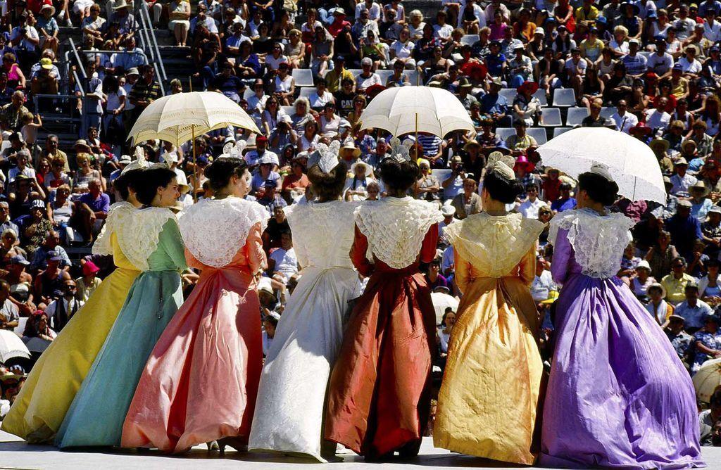 法國普羅旺斯傳統服裝節-7
