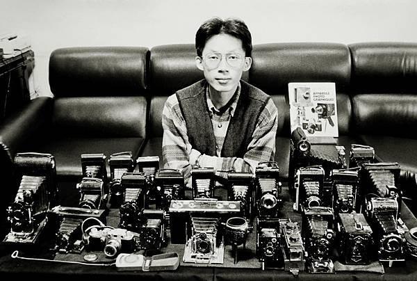 紀國章本人肖像(翻拍)--6(古董相機)