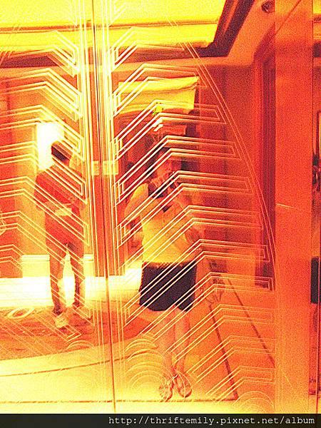 電梯前自拍.jpg