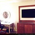 書桌和電視.jpg