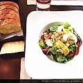 沙拉與麵包