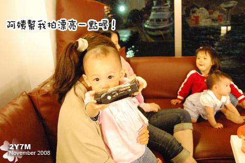小米拿出爸拔的相機說:拍我拍我
