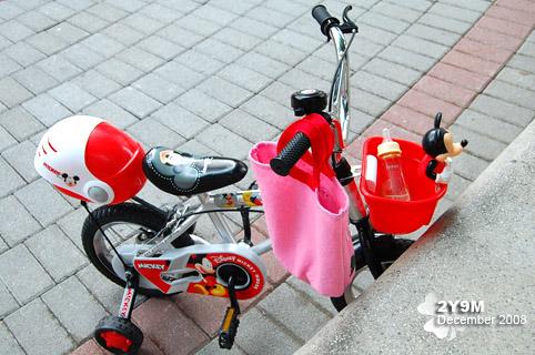 她的三歲禮物~腳踏車
