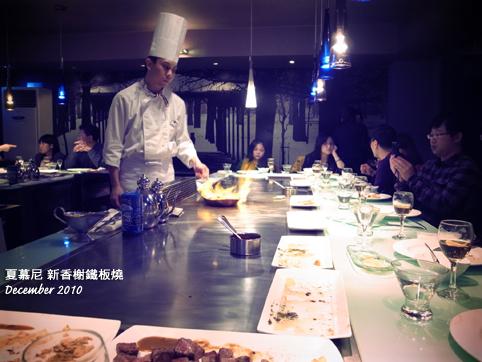 廚師在料理鵝肉