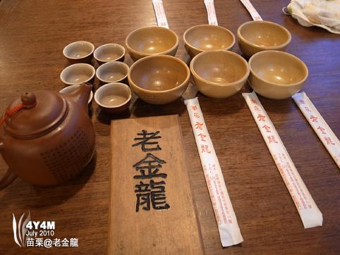 老金龍的獨特碗筷排法