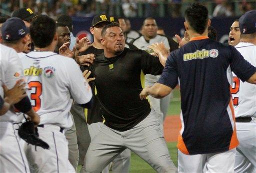 """""""我不需要去向誰道歉。棒球不是小孩的遊戲,這是男人的競賽。"""" --卡洛斯‧桑布拉諾"""
