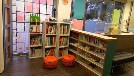 書院新裝-舒適的圖書角