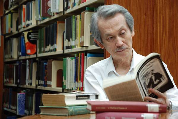 尋找背海的人The Man behind the Book