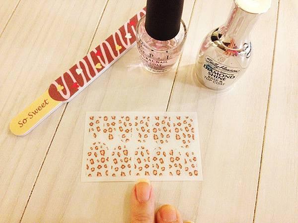 Pink leo nail 04