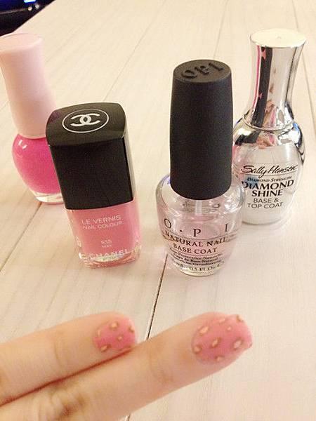 Pink leo nail 08