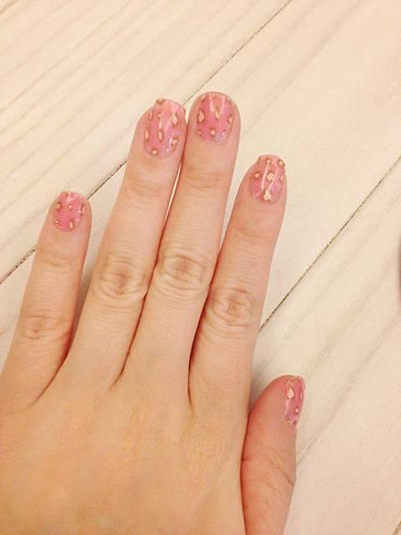 Pink leo nail 20