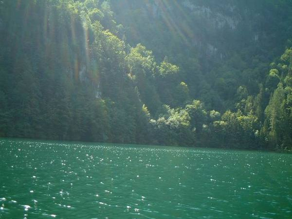 綠色的湖水
