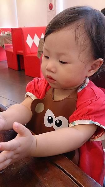 2014.09.28。(3歲又19天)(1歲3個月又16天)。竹北波士迪克牛排。這天孩子們正餐食物吃不多,倒是點心甜點吃的多-8