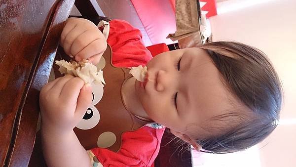 2014.09.28。(3歲又19天)(1歲3個月又16天)。竹北波士迪克牛排。這天孩子們正餐食物吃不多,倒是點心甜點吃的多-11