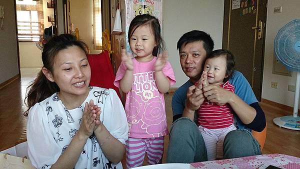 2014.10.15。(3歲1個月又6天)(1歲3個月又23天)。幫哈妮愛妮的姨丈過生日-5