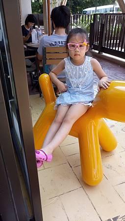 2017.08.12。(5歲11個月又3天)(4歲1個月又21天)。台中麗寶Outlet毛小孩Cafe蜜糖吐司-15