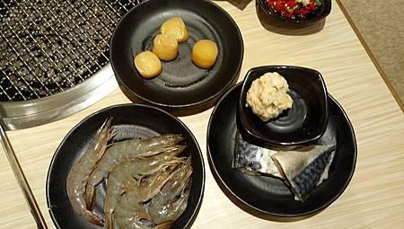 2017.09.10。(6歲又1天)(4歲2個月又19天)。新竹上禾烤肉火鍋吃到飽-7