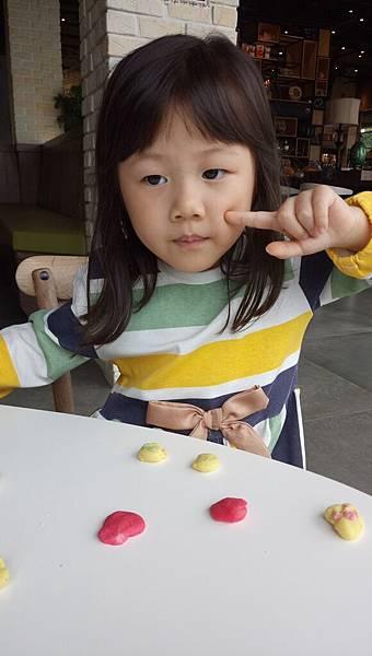 2017.11.11。(6歲2個月又2天)(4歲4個月又20天)。台中摩吉斯烘培樂園-59