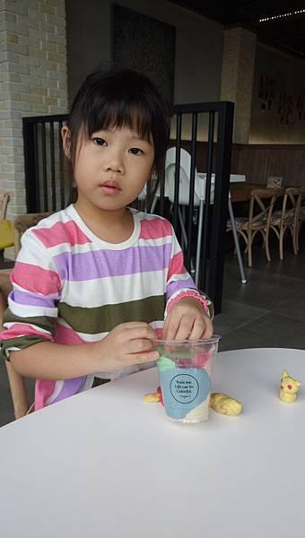 2017.11.11。(6歲2個月又2天)(4歲4個月又20天)。台中摩吉斯烘培樂園-57