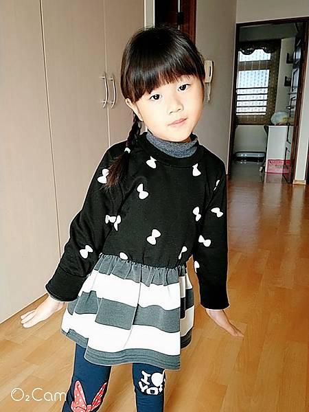2019.03.19。(5歲8個月又25天)。出門上課前拍拍照.jpg