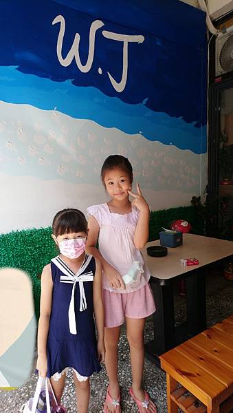 2020.08.30。(8歲11月又21天)。(7歲2個月又8天)。新竹新豐W.J印尼新加坡小吃-2.jpg